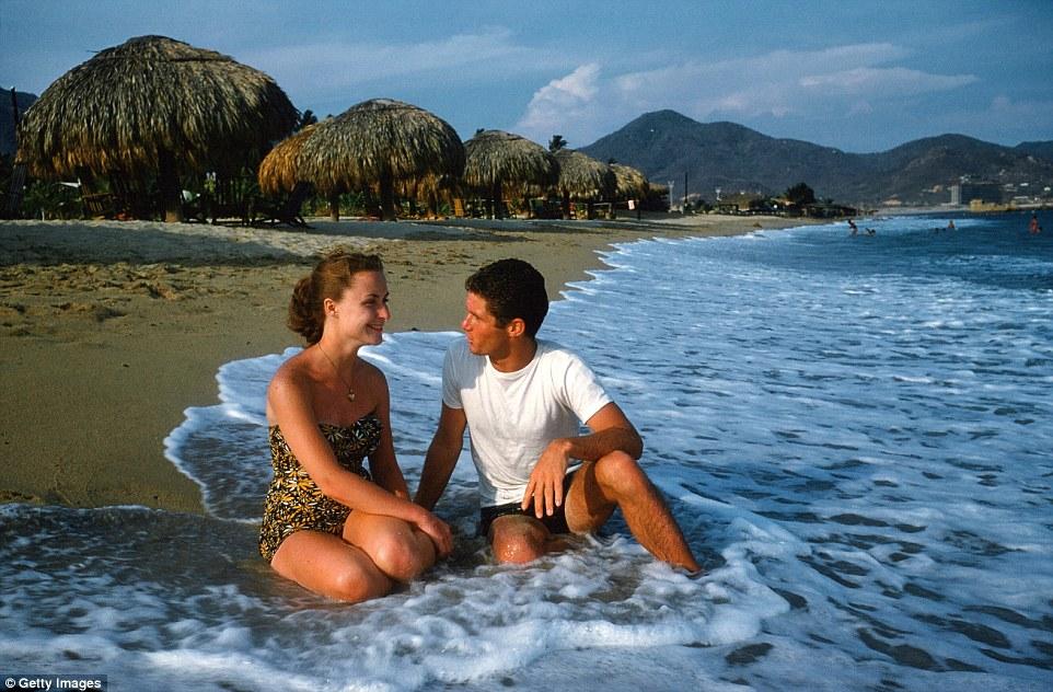 Красоты местной природы и уютная прибрежная атмосфера располагали к романтическим прогулкам.