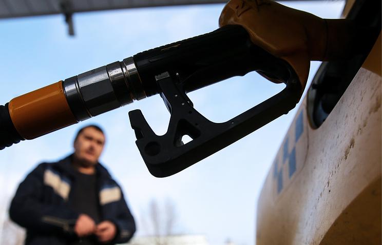 Дворкович рассчитывает насдержанный рост цен набензин