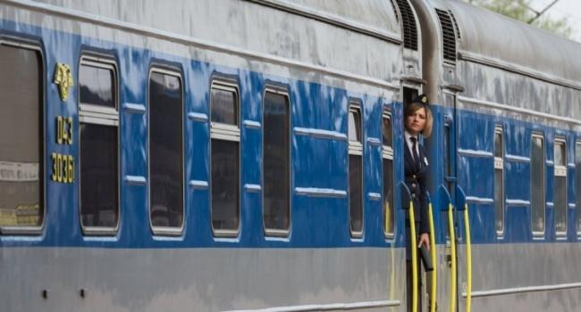 Снежное сумасшествие: из-за непогоды появились проблемы упоезда Киев-Перемышль