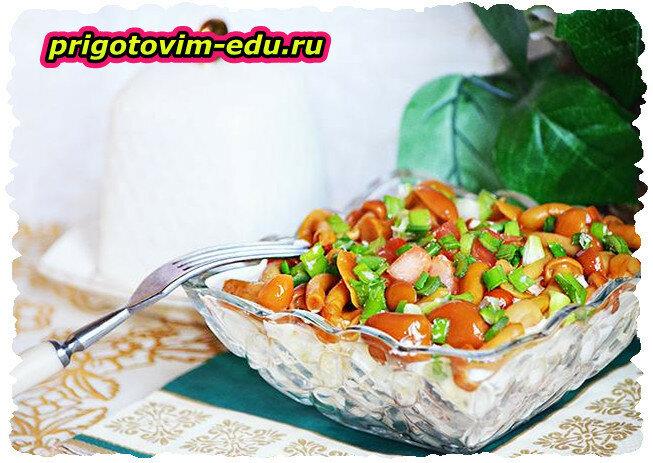 Салат из опят с овощами