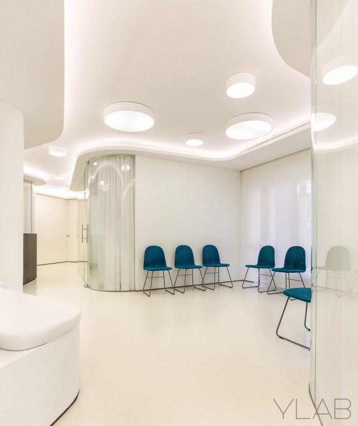 Brand image and interior design project for a dental office located in front of the modernist Sant P