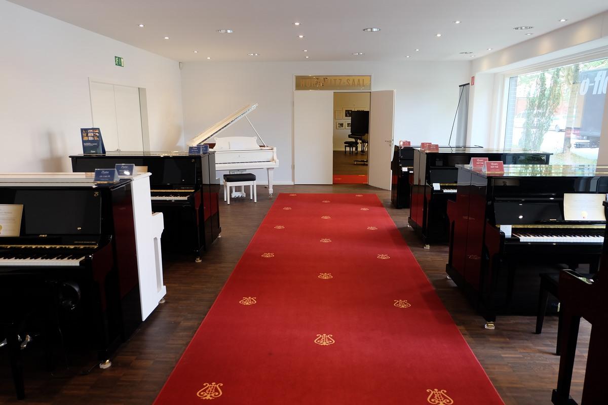 Пианино Steinway & Sons, фортепиано Steinway & Sons, шоу-рум Steinway & Sons в Гамбурге