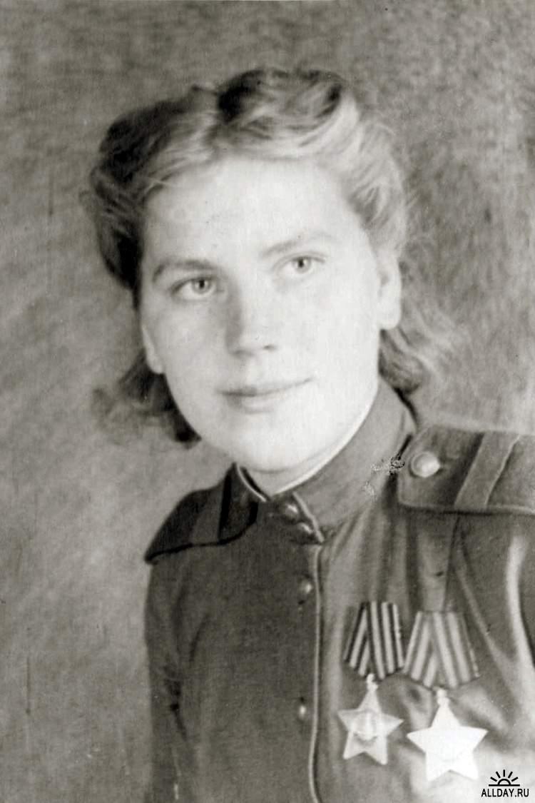 Снайпер старший сержант Роза Шанина. 1944 год.jpg