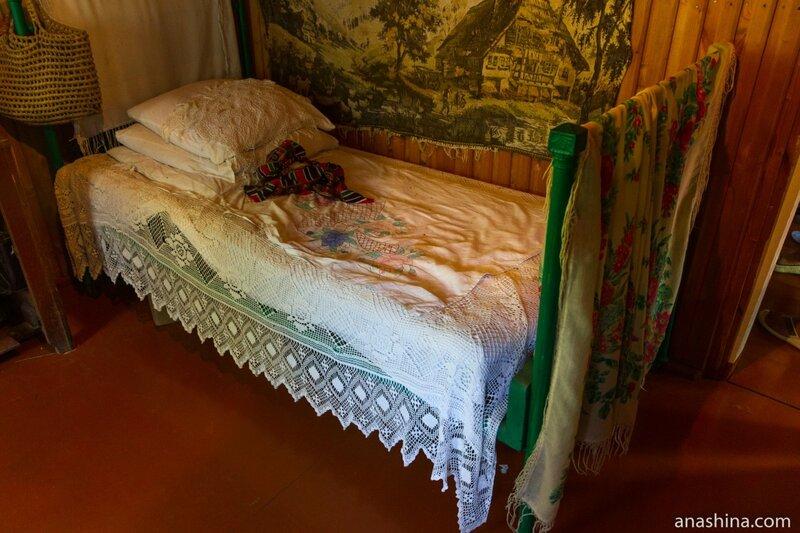 Кровать, усадьба Кошмана