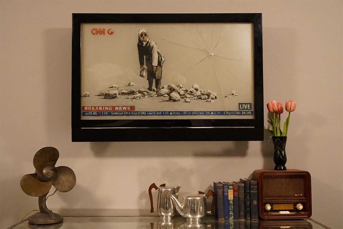 Banksy opens a real hotel for its new exhibition Walled Off!