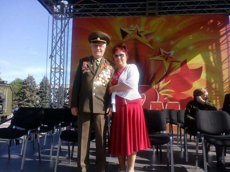 9 мая 2017 г.Астрахань. Ветеран и его дочь