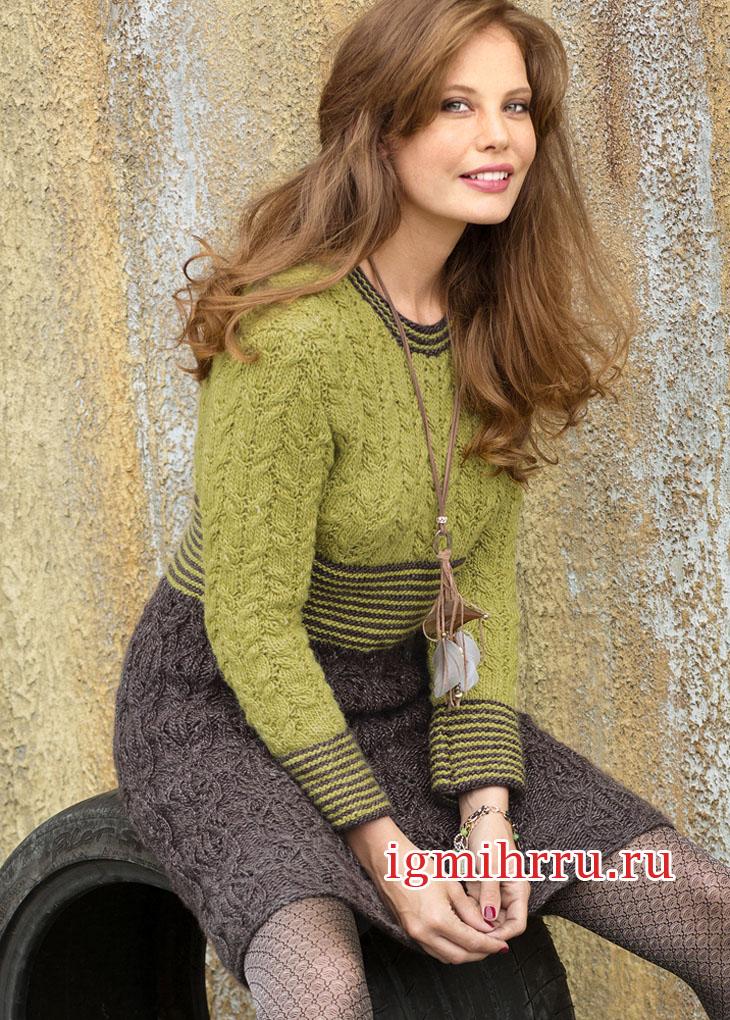 Двухцветное платье с узором из кос. Вязание спицами