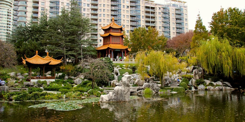 Chinese_Garden_of_Friendship_(looking_back_at_city).jpg