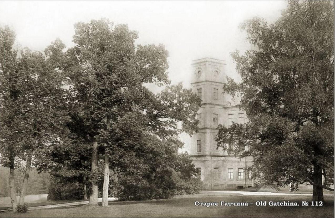 Вид на Сигнальную башню Гатчинского дворца