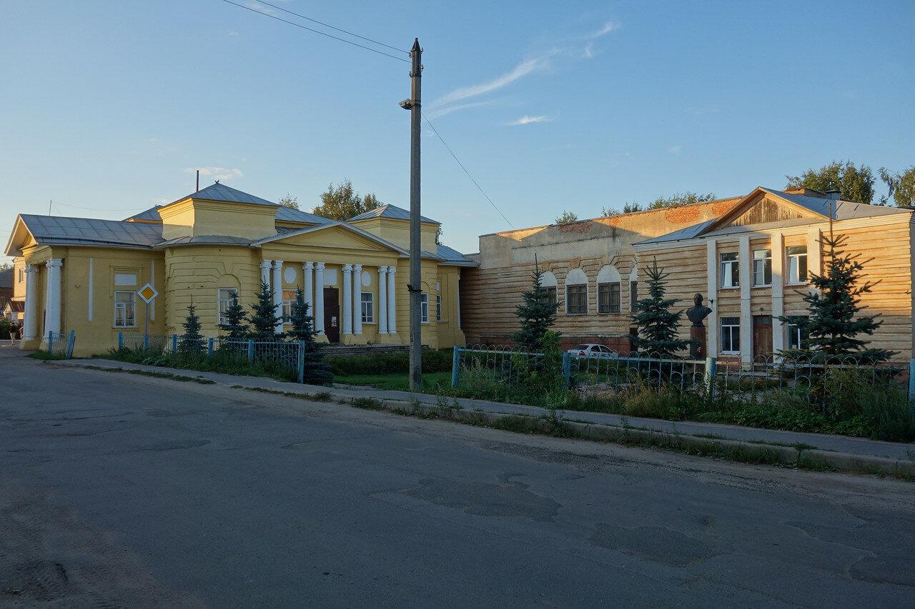 ДК, ранее храм Димитрия Солунского