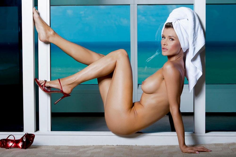 Обнаженная Джоанна Крупа в журнале Maxim