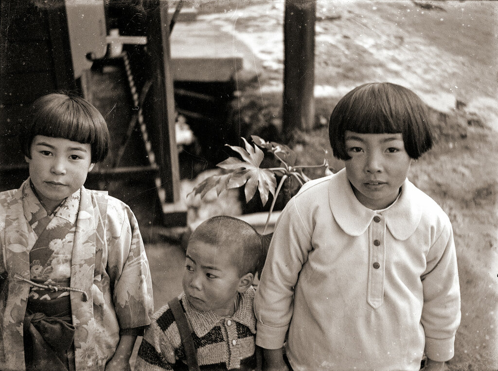 Japanese Girls & Boy in the 1930s.