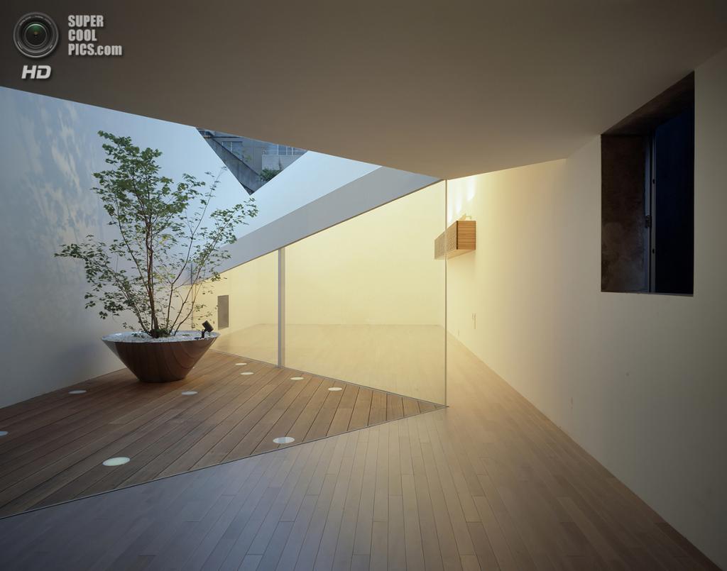 Япония. Сибуя, Токио. Жилой дом A Hill On A House, спроектированный Yuko Nagayama & Associates.
