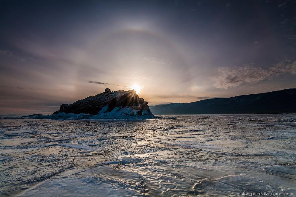 13. К концу марта лед немного подтаял и потерял свою прозрачность. На замену пришли красивые уз