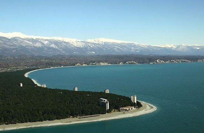 1. Абхазия — очень интересная страна, казалось бы — такое маленькое государство, так много общего с