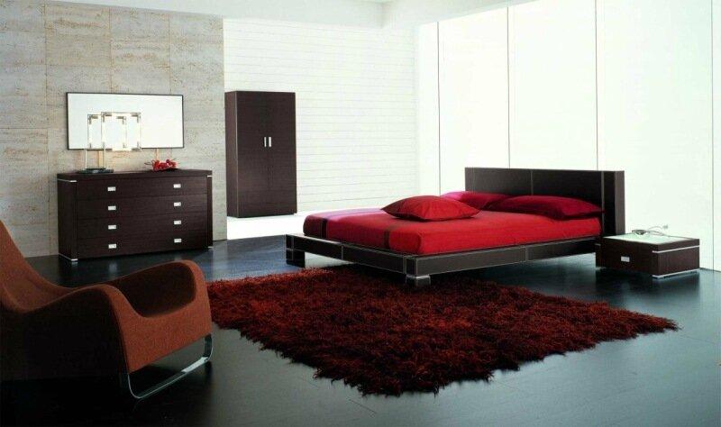 спальня в коричневых тонах с красной кроватью