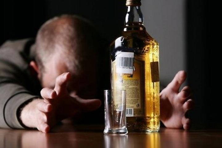 В РФ упала смертность из-за отравления спиртом