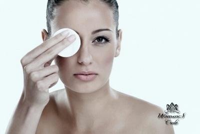 С помощью обычных ложек убираем темные круги под глазками