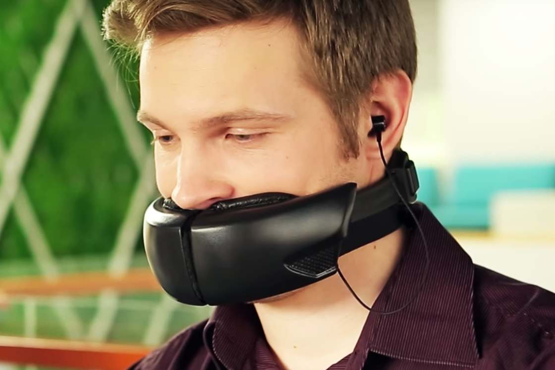 Hushme - A modern muzzle for the phone addicts