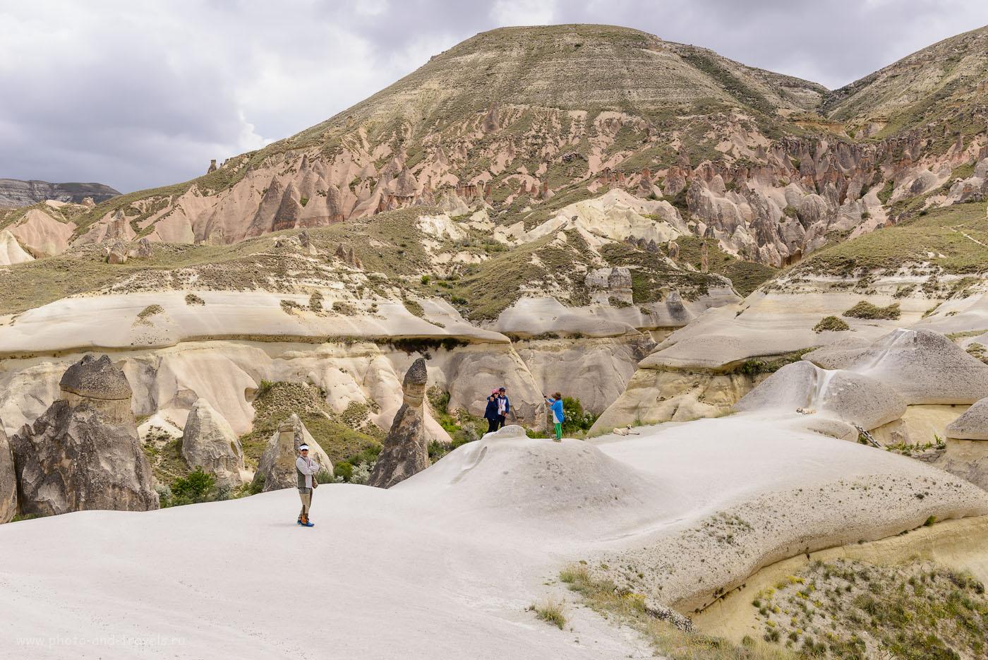 Фотография 14. Виды со смотровой площадки у долины Пашабаг. «Грибы», как раз, находятся в ущелье, в котором сделаны первые снимки. 1/400, +0.67, 8.0, 160, 40.