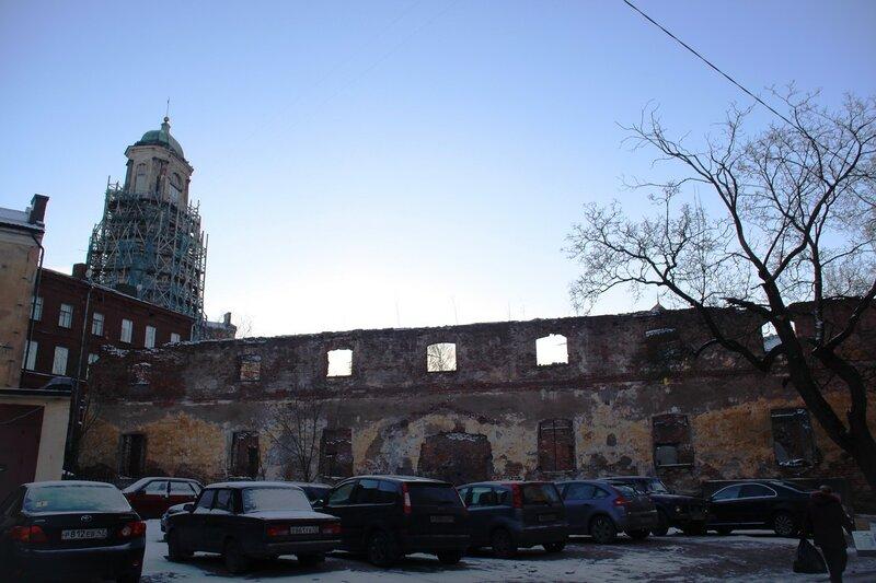 Выборг. Башни и руины храмов.