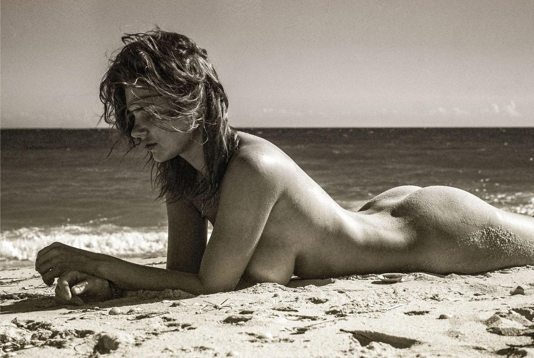 модель Виктория Липатова / Viktoria Lipatova nude by Orlando Goncalves - Insomnia Magazine Issue 01, April 2015
