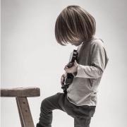 мальчик и гитара