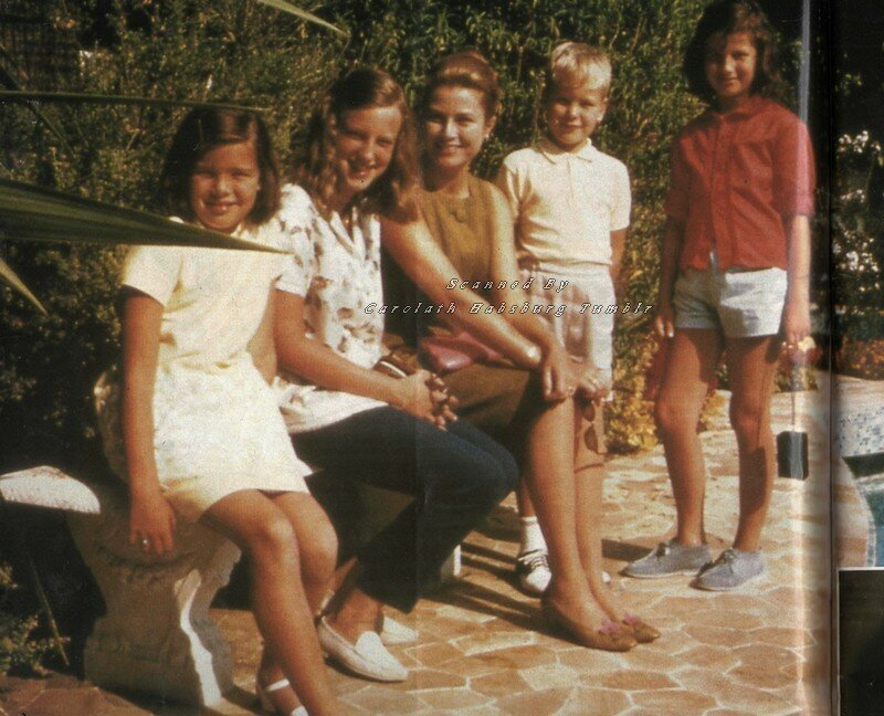 Мария Кристина и Мария Эсмеральда с принцессой Грейс и ее детьми принцем Альбером и принцессой Каролиной.1960-е Монако