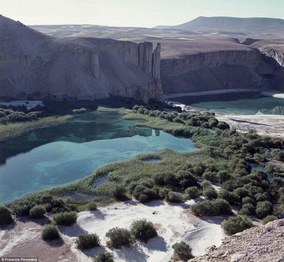 Спокойствие гор и прозрачных озер.