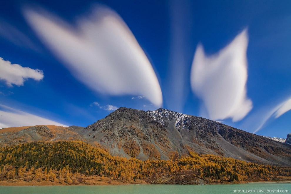 7. Очень надеялся на то, что облака продержаться до вечера, когда их подсветит заходящее солнце