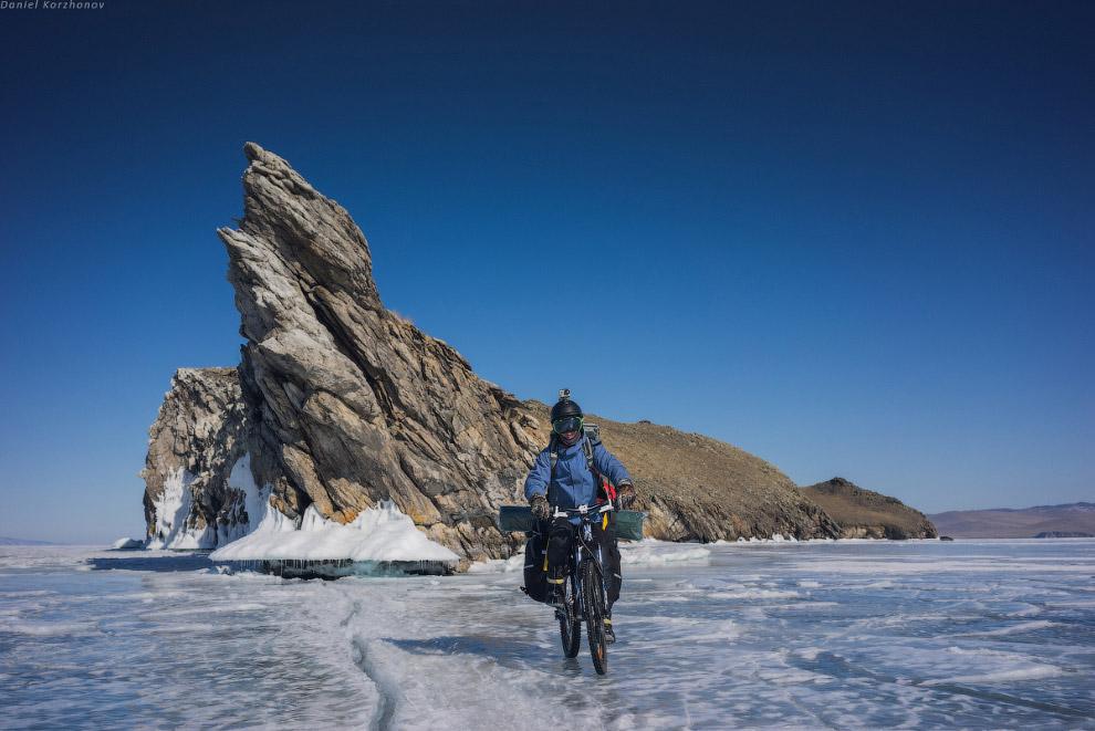 Участки чистого льда встречались нам не так часто. Собираетесь в поездку на Байкал? Поезжайте с