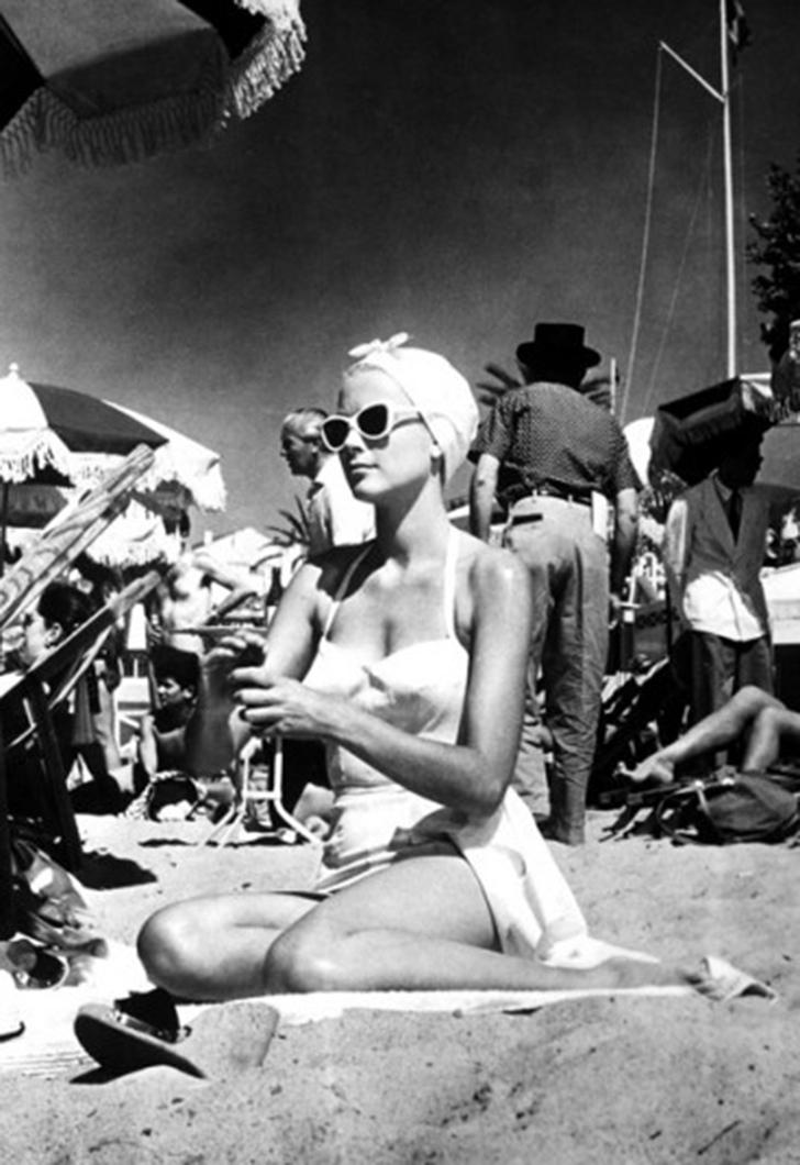 Грейс Келли на съемках фильма «Поймать вора» в 1955 году.