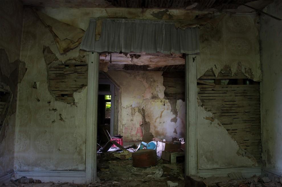 11. Этот заброшенный детский дом получил в 20-м веке печальную известность благодаря Роберту Берделл