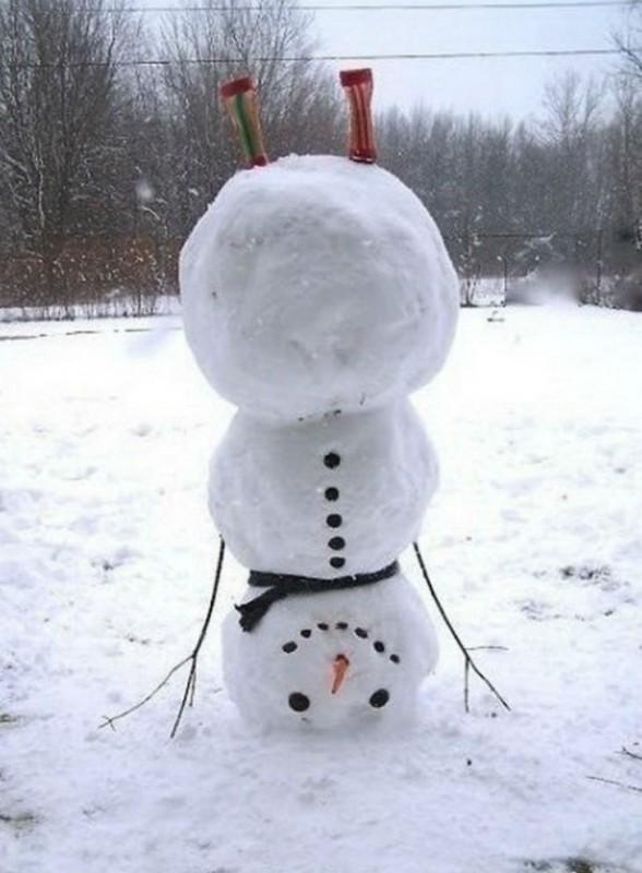 Кто сказал, что снеговик обязательно должен стоять на ногах?