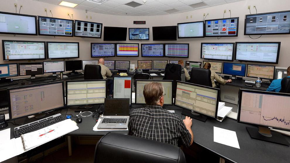 Графическая система управления крупнейшей в мире солнечной электростанцией Айванпа. (Фото Ethan