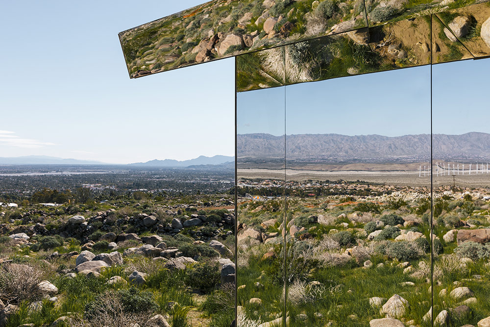 Mirage: A Suburban American House Retrofitted with Mirrors Reflects the Mountainous California Desert