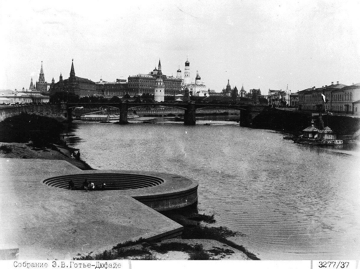 1066 Вид на Кремль от Храма Христа Спасителя 1890-е.jpg