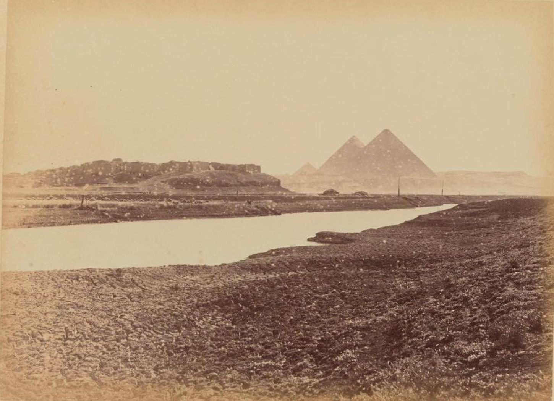 Вид на пирамиды с новой дороги