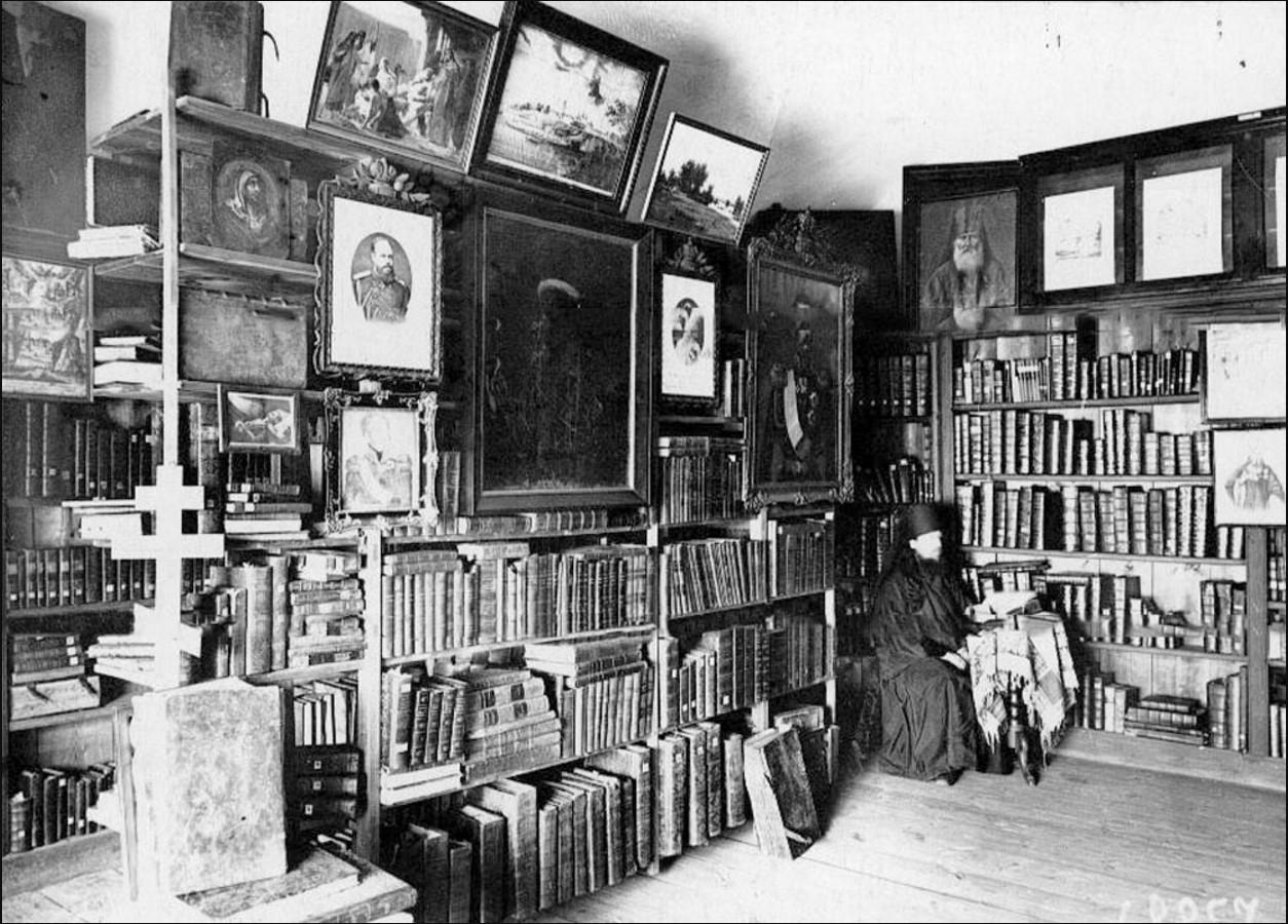 55. Монах в монастырской библиотеке