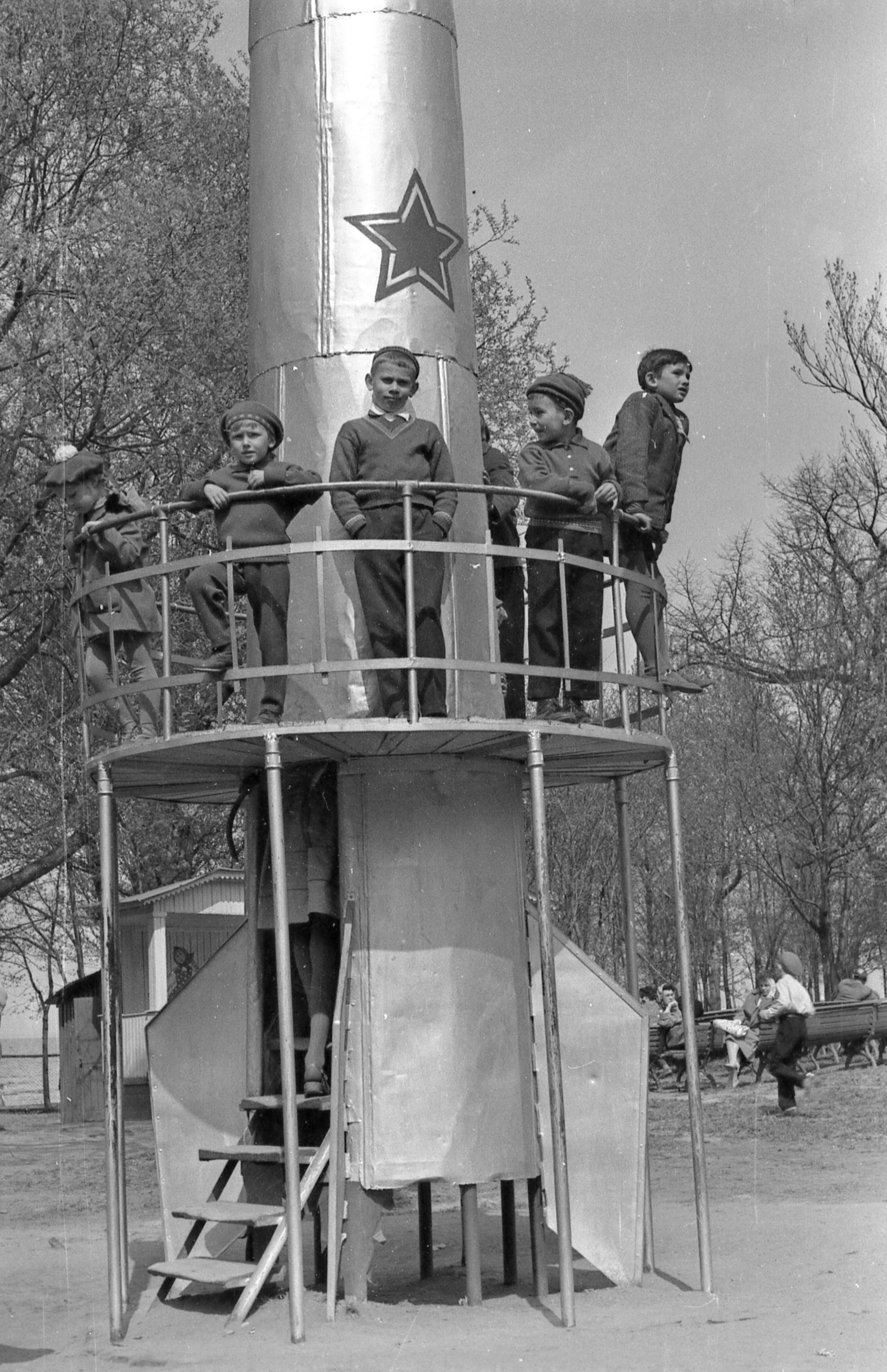 1960-е. Детская площадка в Нижнем парке