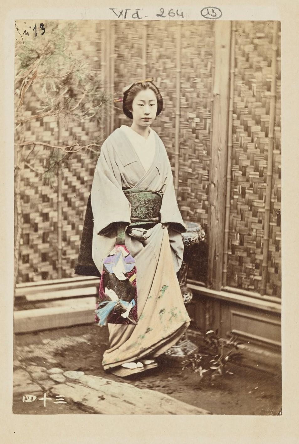 Женщина с ракеткой