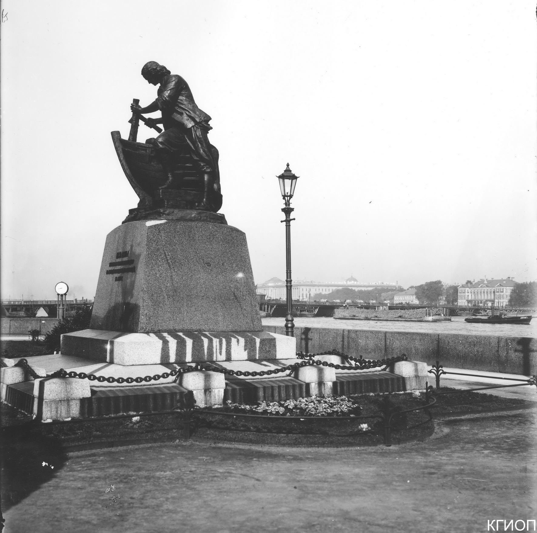 15. Памятник Петру I «Царь-плотник». Адмиралтейская наб. 1915
