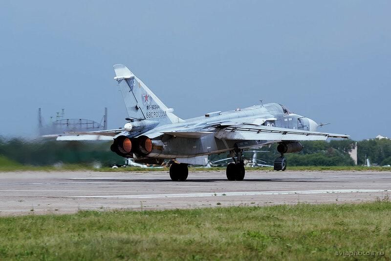 Сухой Су-24М (RF-90944 / 03 белый) ВКС России 1900_D805835c