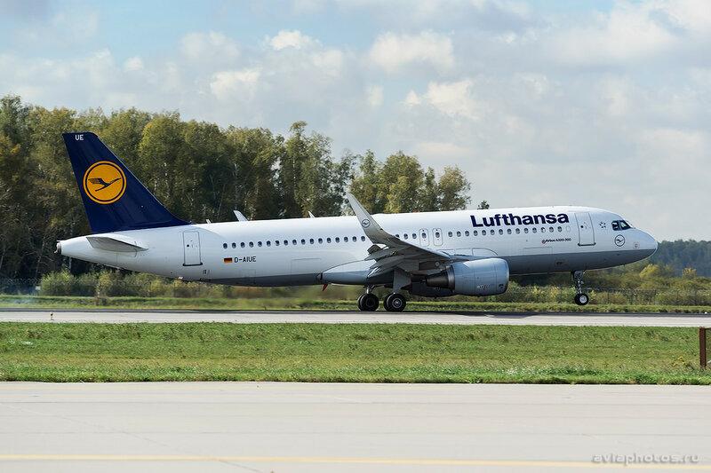 Airbus A320-214 (D-AIUE) Lufthansa 140_D801177