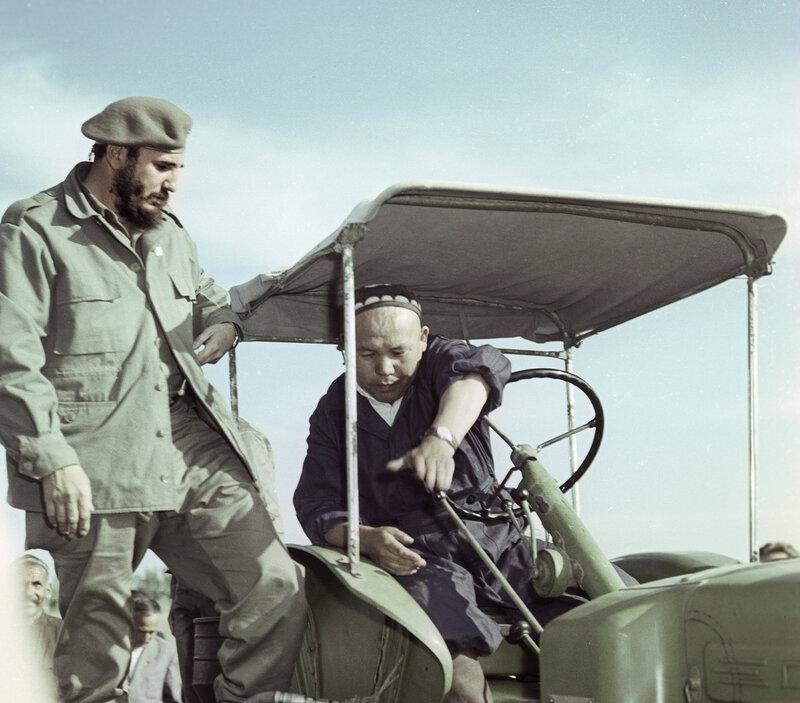 1963 Фидель Кастро в Узбекистане.jpg