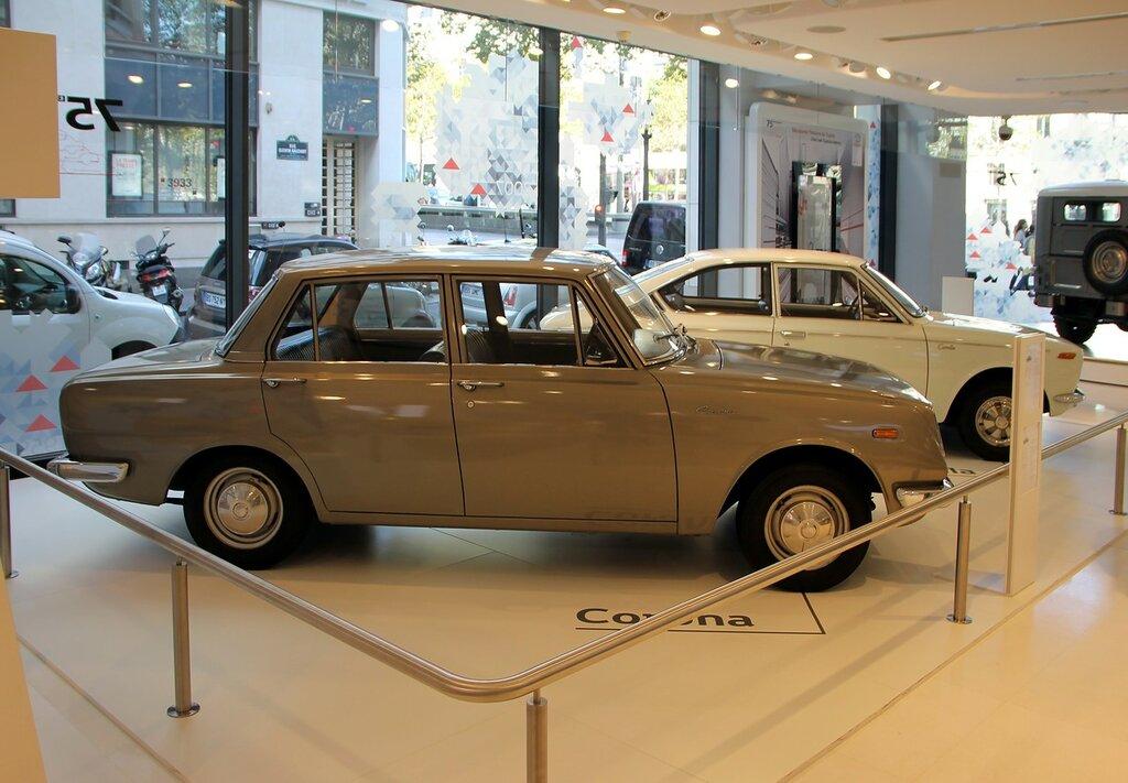 Париж. Выставочный зал Le Rendez-Vous Toyota