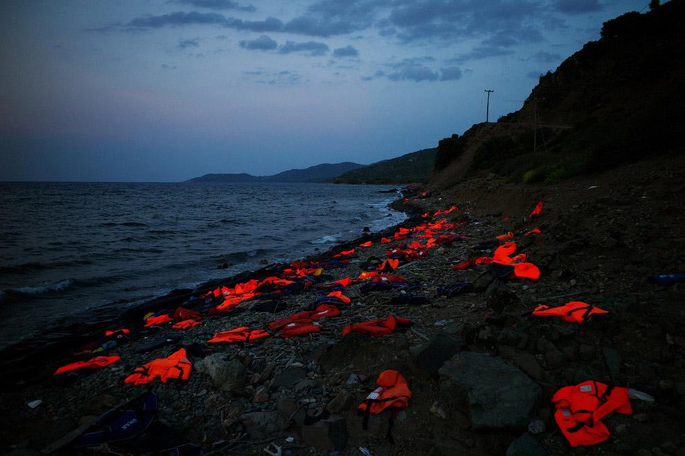 9. Очередь на регистрацию мигрантов на греческом острове, 5 сентября 2015. (Фото Angelos Christ