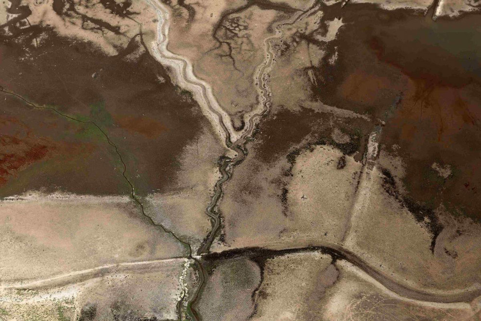 7. Разливы нефти из поврежденного трубопровода на юге Израиля , 4 декабря 2014. (Фото ISRAELI E