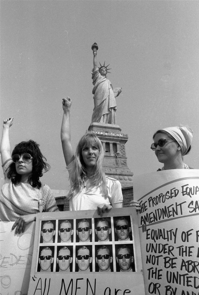 33. Женская демонстрация на острове Свободы, 10 августа 1970 года. Различные группы защиты прав женщ