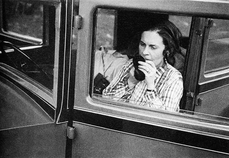Возможно, тайна обаяния Лили Брик заключалась именно в ее женственности. Она не могла жить без краси